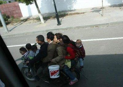 دو خانواده بر روی یک موتور